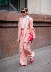 παστέλ γυναικείο κοστούμι ανοιξιάτικη γκαρνταρόμπα