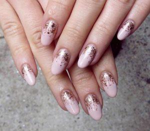 ροζ νύχια ροζ χρυσή σκόνη