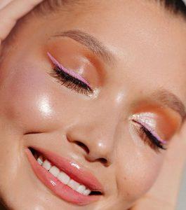 Ροζ παστέλ eyeliner
