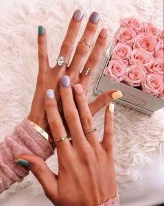 χρωματιστά νύχια διαφορετικά χρώματα