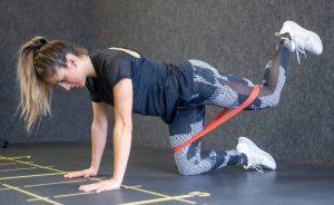 donkey kicks άσκηση γυμναστικής