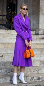 έντονο μοβ ντύσιμο