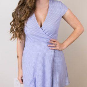 γαλάζιο φόρεμα με ντεκολτέ