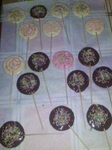 σπιτικα σοκολατακια σε ξυλακια