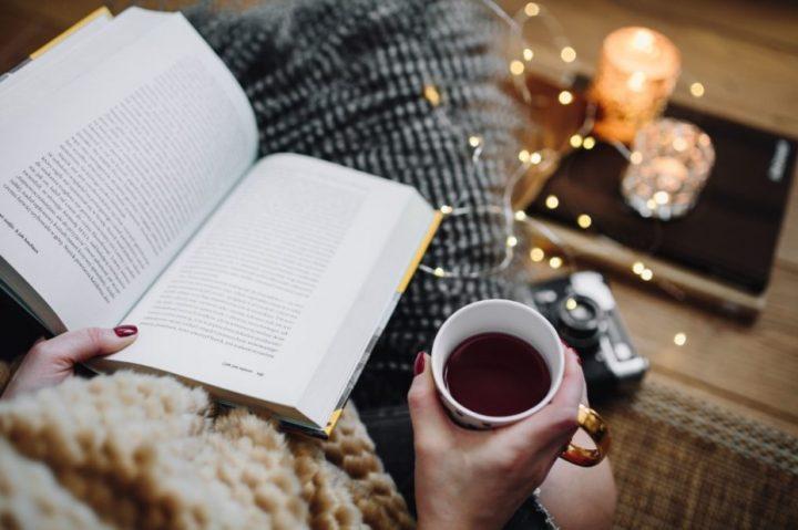5 Μυθιστορήματα που πρέπει να διαβάσεις όσο μένεις σπίτι!