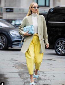 κίτρινο γυναικείο παντελόνι street style