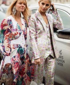 γυναίκες ντυμένες με τάσεις της μόδας