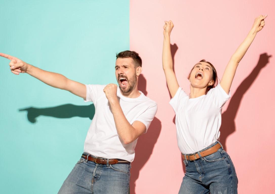 πως να διασκεδασεις με τον σύντροφο σου στο σπίτι κάνοντας καραοκέ