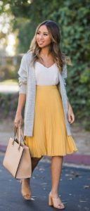 κίτρινη πλισέ φούστα