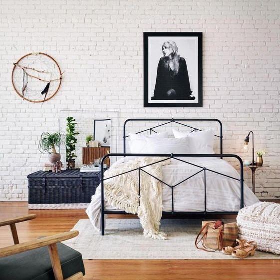 κρεβατοκάμαρα μεταλλικό κρεβάτι πίνακας