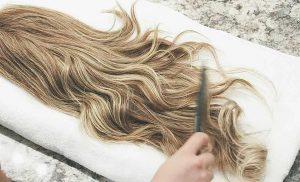 ξανθιά περούκα χτένισμα