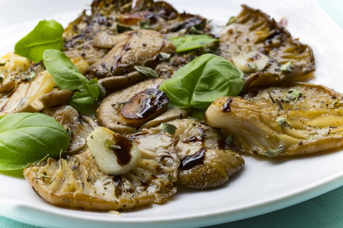 Σαρακοστιανά φαγητά, μανιτάρια πλευρώτους με βασιλικό και σκόρδο