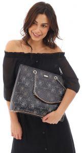 μαύρη τσάντα ώμου με λουλούδια