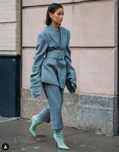 μπλε γυναικείο κοστούμι