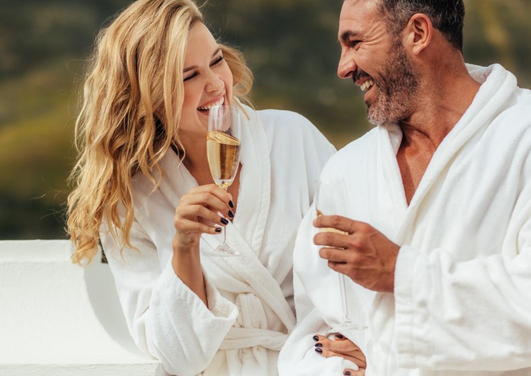 πως να περάσεις μια χαλαρωτική και ρομαντική νύχτα με τον σύντροφο σου