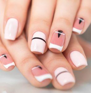 νύχια με γεωμετρικά σχήματα