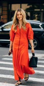 πορτοκαλί φόρεμα με μεγάλα μανίκια