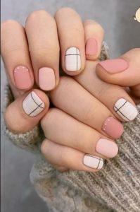 ροζ άσπρα νύχια με γραμμές
