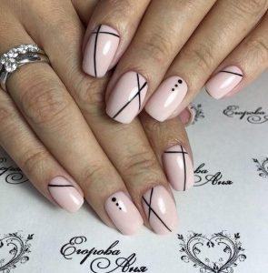 ροζ βαμμένα νύχια