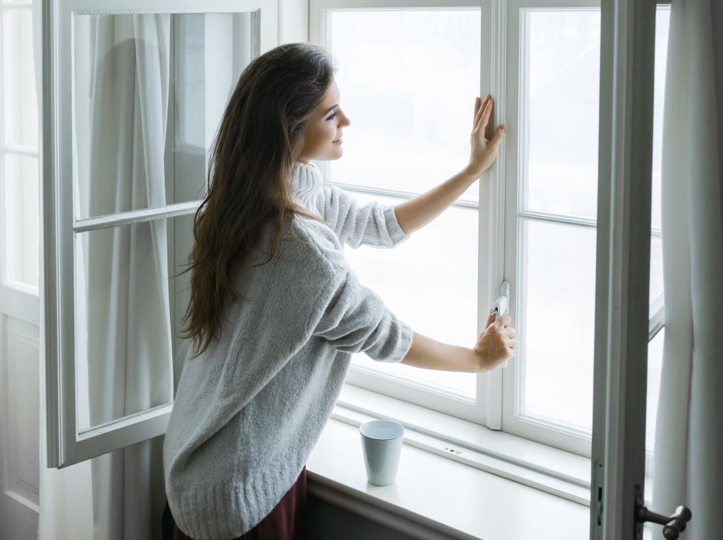 Πως να διώξεις τη αρνητική ενέργεια από το σπίτι σου αφήνωντας καθαρό αέρα να μπει