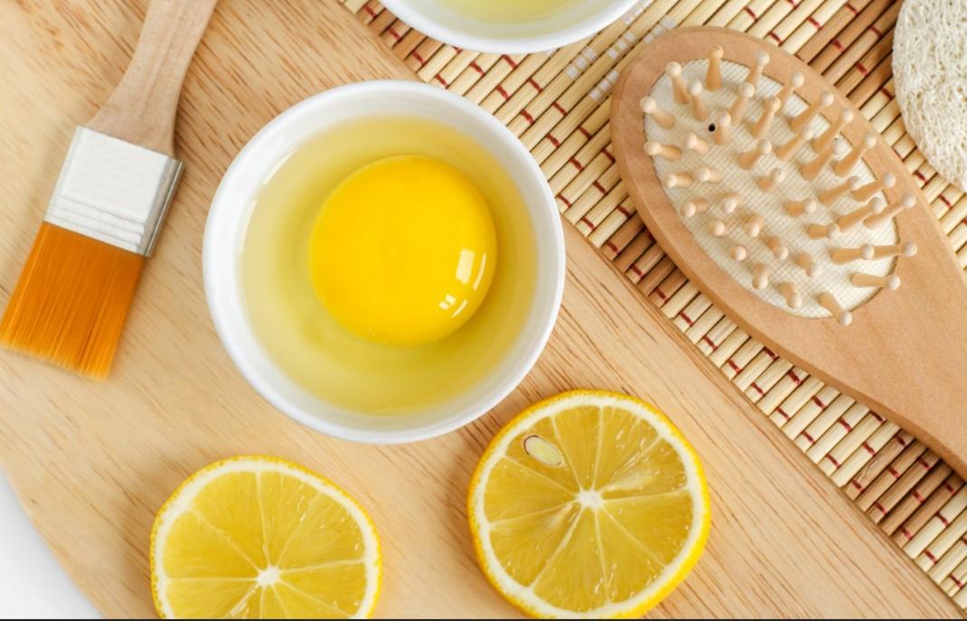 DIY μάσκα από λεμόνι και αυγό για να μην λαδώνουν τα μαλλιά σου