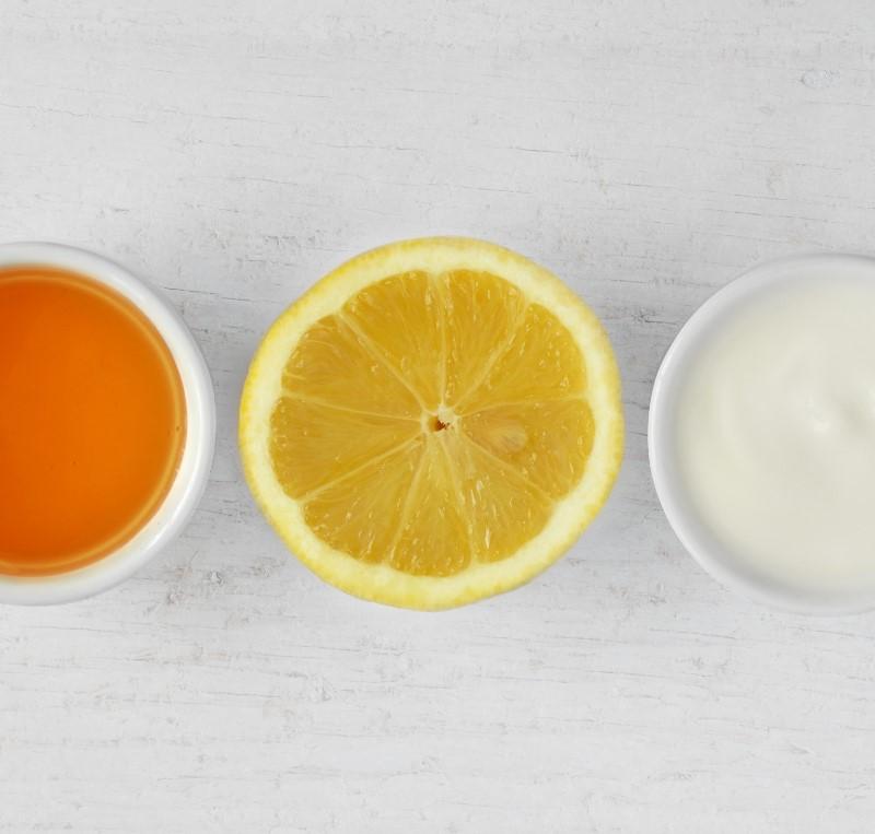 Μάσκα από γιαούρτι και λεμόνι για λαμπερό πρόσωπο