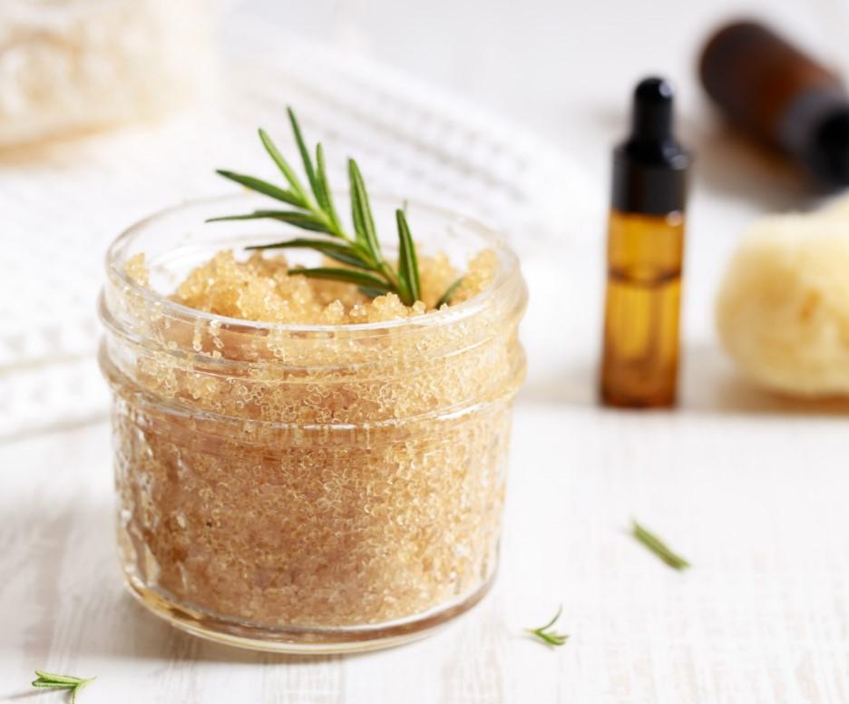 Φυσικό scrub με καστανή ζάχαρη