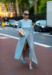 γαλάζιο απαλό φόρεμα πλισέ