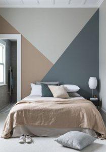 γκρι μπεζ τοίχος σε υπνοδωμάτιο