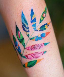 τατουαζ με φυλλα εγχρωμα