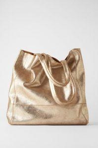 γυαλιστερή τσάντα χειρός