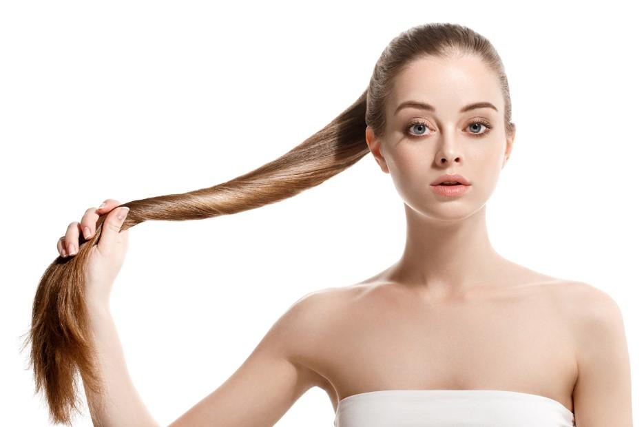 γυναίκα μακριά μαλλιά σφιχτή αλογοουρά