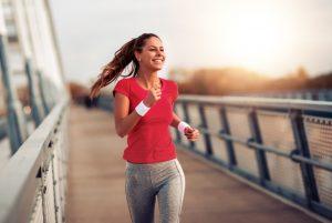 γυναίκα τρέχει για γυμναστική