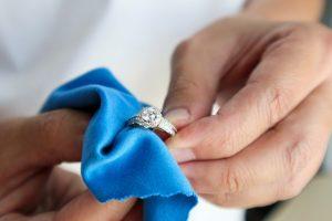 καθαρισμός δαχτυλιδιού