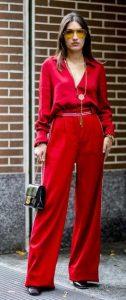 κόκκινη παντελόνα με πουκάμισο