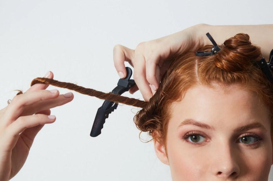 κοκκινομάλλα χωρισμένα μαλλιά clips