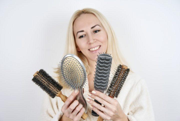 Πως να καθαρίσεις σωστά τις βούρτσες μαλλιών σου!
