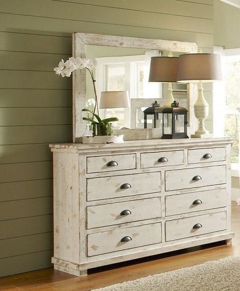 λευκή συρταριέρα στο σαλόνι