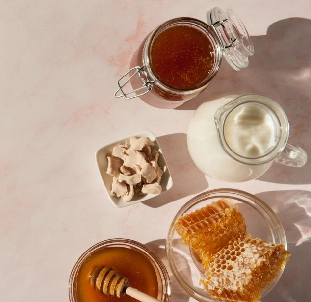 diy μάσκα προσώπου από μέλι και γάλα για περισσότερη λάμψη