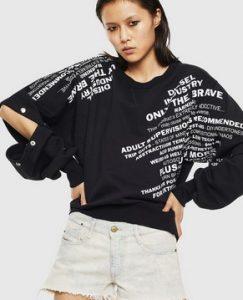 μαυρη με γραμματα μπλουζα