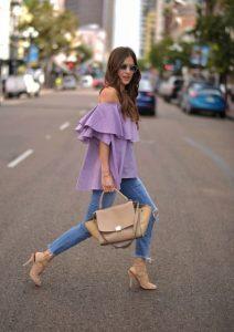 μοβ μπλούζα έξω τους ώμους τζιν παντελόνι