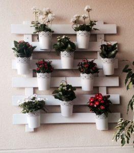 παλέτα διακοσμητικό τοίχου στο μπαλκόνι