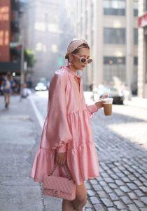 ροζ φόρεμα ροζ τσάντα ροζ κορδέλα φορέσεις παστέλ χρώματα