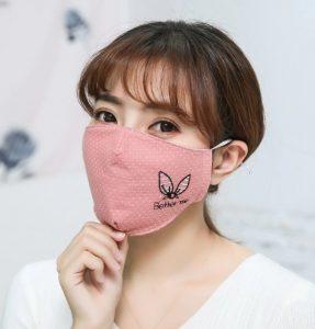 ροζ πουά μάσκα προσώπου