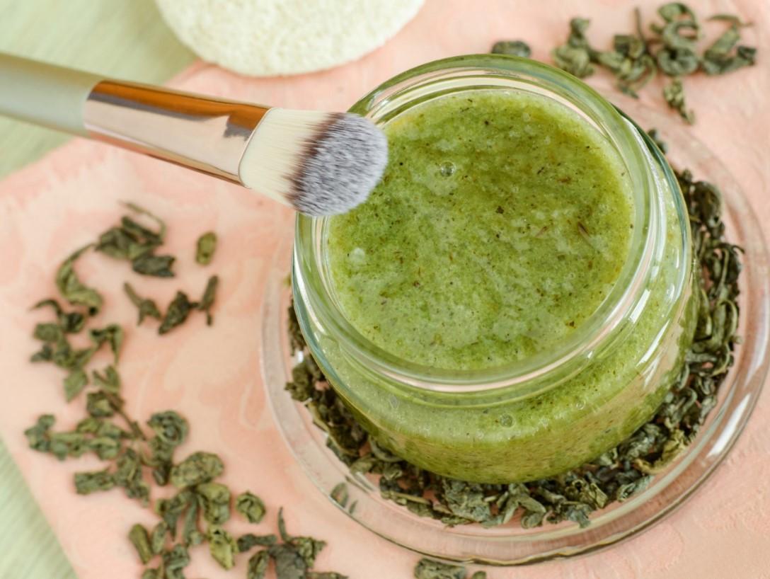 Scrub σώματος από πράσινο τσάι