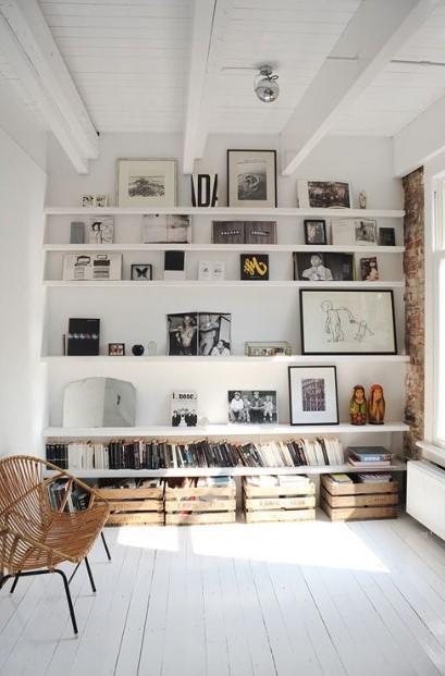 τοίχος γεμάτος ράφια διακοσμητικά διακόσμηση ράφια