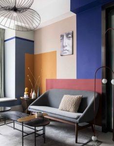βαμμένος τοίχος με πολλά χρώματα