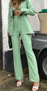 χρωματιστό γυναικείο κουστούμι