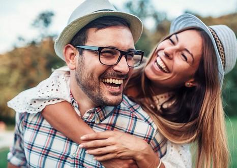 αντρας και γυναικα ευτυχισμενοι
