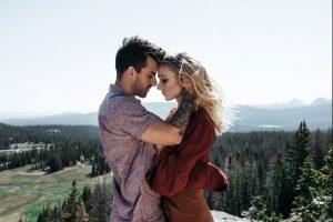 άντρας κρατάει γυναίκα κεφάλι γυναίκες λάθος συντρόφους